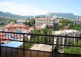 3 комнаты  ул Ленина - Алушта аренда  посуточно квартиры  цены ул. Ленина